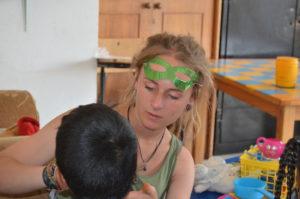 Volontaire avec enfant